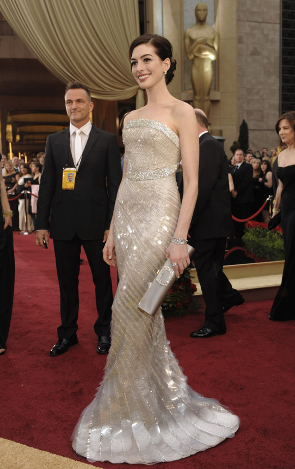 Image result for Anne Hathaway in Armani Prive - Academy Awards 2009