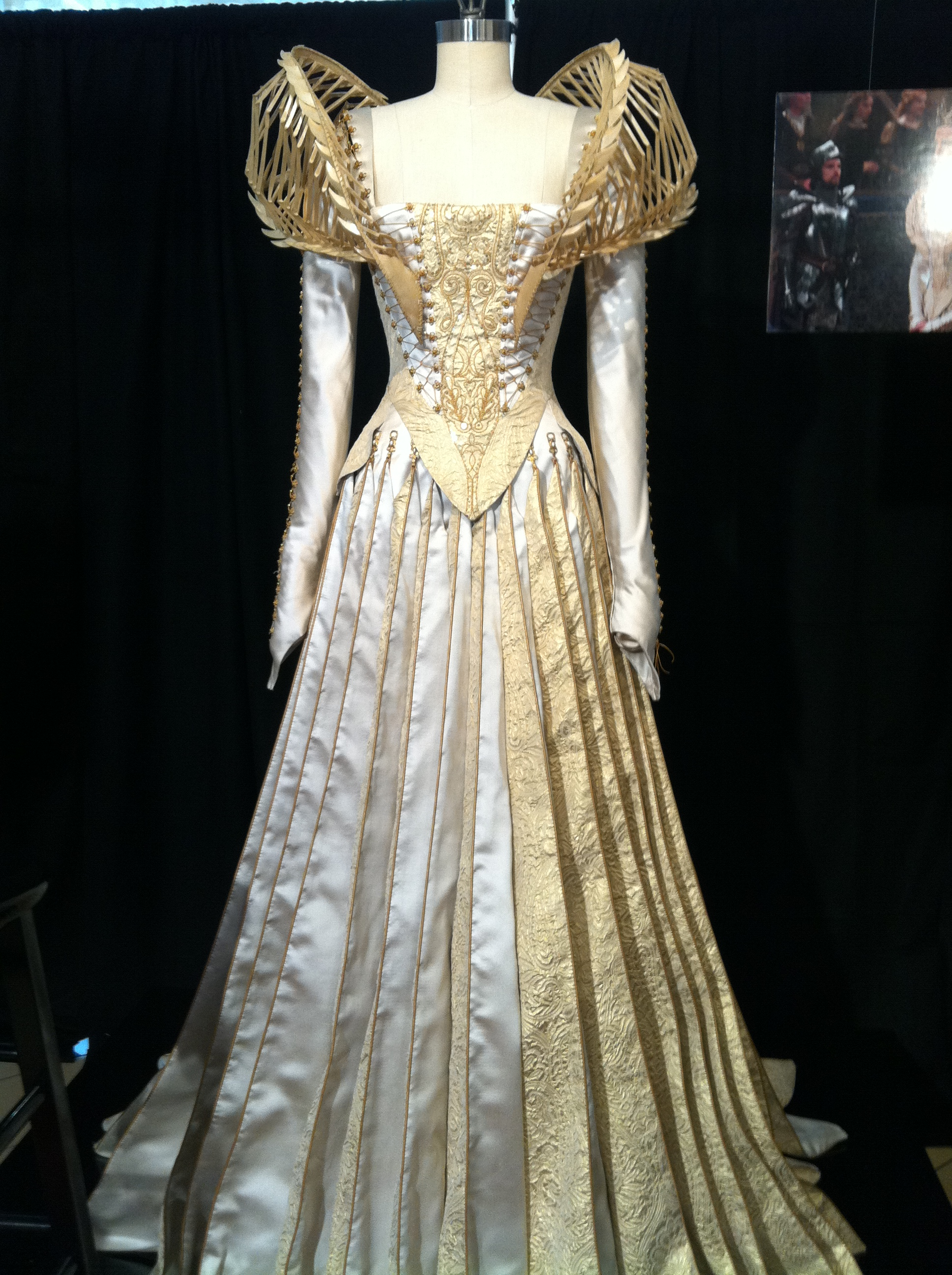 Snow White The Huntsman Couture Recall Pointy Toe Shoe Crew